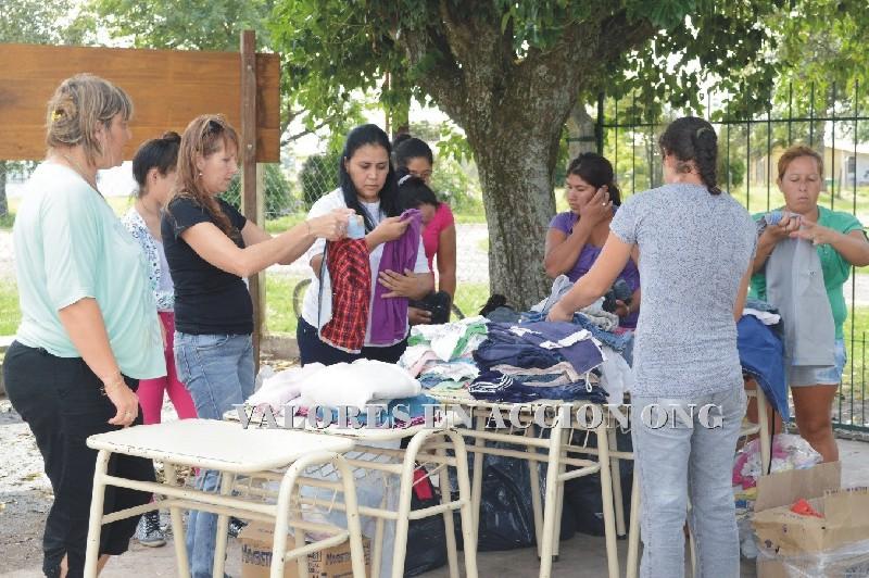 La ong valores en acci n hizo donaciones en las palmas - Colchones las palmas ...